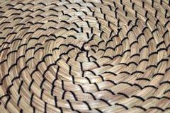 Poner en contraste la estera espiral formada de la hierba Fotografía de archivo