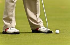 Poner golf Imagenes de archivo