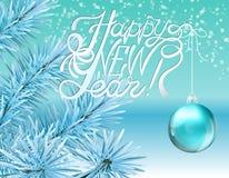 Poner letras a Feliz Año Nuevo y a la bola de Navidad en fondo de la rama de árbol de navidad Tarjeta de felicitación del vector  Foto de archivo