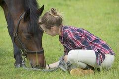 Poney de fille et d'animal familier Images stock