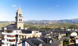 Ponferrada Spanien omgav vid kullar på en sommardag Royaltyfri Foto