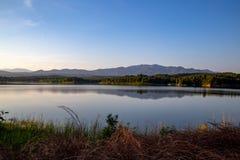 Pong Chor Reservoir em Mae Wang National Park fotos de stock royalty free