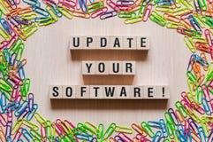 Ponga al día su concepto de la palabra del software fotografía de archivo libre de regalías