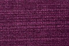 Ponga en contraste el fondo de la materia textil en tonalidad violeta admirable imagenes de archivo