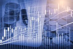 Ponga en un índice el gráfico del análisis financiero del indicador del mercado de acción en el LED Imagen de archivo