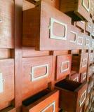 Ponga en un índice los gabinetes imagen de archivo libre de regalías
