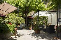 Ponga para una boda de un restaurante en la colina toscana Imágenes de archivo libres de regalías