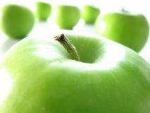 Ponga verde Apple Imágenes de archivo libres de regalías
