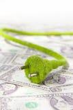 Ponga verde el concepto del enchufe eléctrico Fotos de archivo libres de regalías