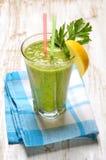 Ponga verde el jugo vegetal Foto de archivo