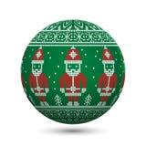 Ponga verde la bola hecha punto de la Navidad aislada en el fondo blanco con Santa Claus y el ornamento nórdico Imágenes de archivo libres de regalías