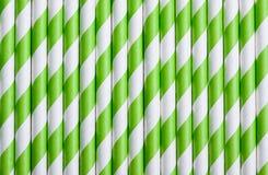 Ponga verde la paja de papel pelada para el fondo del modelo de los cócteles Imágenes de archivo libres de regalías