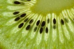 Ponga verde la rebanada del kiwi Foto de archivo