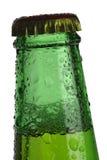 Ponga verde la tapa de la botella de cerveza Imagen de archivo libre de regalías