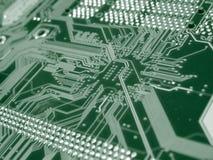 Ponga verde la tarjeta de circuitos de ordenador Fotos de archivo