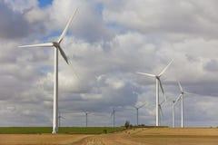 Ponga verde las turbinas de viento de la energía Foto de archivo libre de regalías