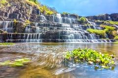 Pongour瀑布在阳光下 免版税库存照片