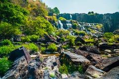 Pongour瀑布,越南 免版税库存照片