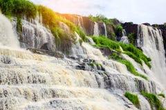 Pongour baja cascada hermosa en la estación de la lluvia, dalat, viet Imágenes de archivo libres de regalías