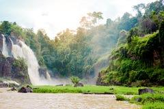 Pongour baja cascada hermosa en la estación de la lluvia, dalat, vietn Imagen de archivo libre de regalías