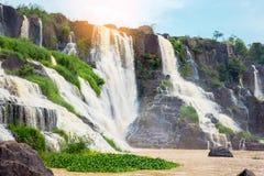 Pongour baja cascada hermosa en la estación de la lluvia, dalat, vietn Foto de archivo libre de regalías