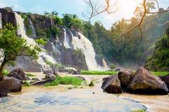 Pongour baja cascada hermosa en la estación de la lluvia, dalat, vietn Foto de archivo