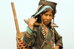 PONGSALI,老挝- 2014年4月:土产部族Akha村庄 免版税库存照片
