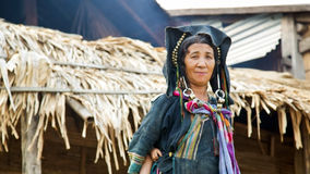 PONGSALI LAOS - APRIL 2014: infödd stam- Akha by Arkivfoton