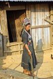 PONGSALI, LAOS - EM ABRIL DE 2014: vila tribal nativa de Akha Fotografia de Stock