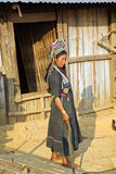 PONGSALI LAOS, KWIECIEŃ, - 2014: miejscowa plemienna Akha wioska Fotografia Stock