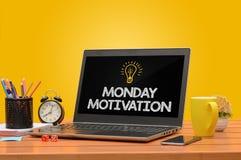 Poniedziałek Motiviation na A laptopie z Naszłym tłem zdjęcie royalty free