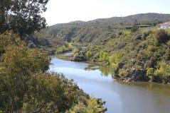 Ponsul flod som är skattskyldig av Tagus, Portugal Royaltyfri Bild