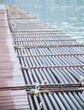 Pontão de flutuação plástico sintético sintético da tubulação para apoiar uma variedade de sistemas da doca do porto que incluem  foto de stock royalty free