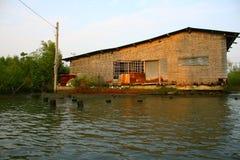 Pontão ecológico da casa no pântano de Banguecoque Imagens de Stock Royalty Free