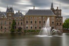 Pontón de flotación en Het Binnenhof el Hauge foto de archivo