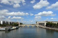 pont在河塞纳河的de Bercy在巴黎 图库摄影