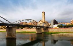 Pont在Ebre河的de l'Estat天视图在托尔托萨角 库存照片