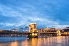 pont à chaînes au coucher du soleil Photos libres de droits