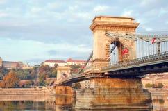 Pont à chaînes au vieux centre de la ville de la destination de voyage de Budapest Hongrie et du point de repère de tourisme images libres de droits