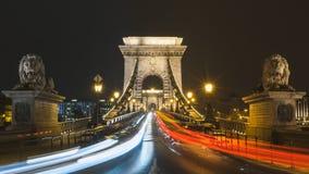 Pont à chaînes, Budapest la nuit Photo stock