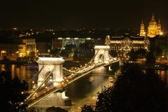 Pont à chaînes de Budapest la nuit Photographie stock