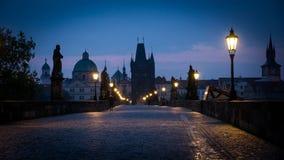 Pont à chaînes la nuit, Prague Photographie stock