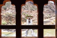Pont à chaînes suspendu au Bhutan photographie stock libre de droits