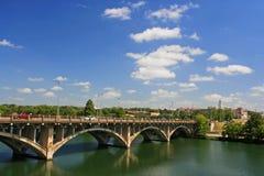 Pont à travers la rivière dans Austin, le Texas Photo libre de droits