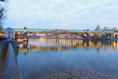 Pont à travers la rivière de Moscou Photographie stock