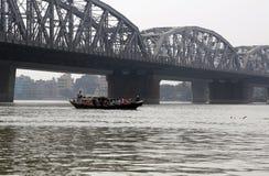 Pont à travers la rivière, Vivekananda Setu dans Kolkata images libres de droits