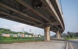 Pont à travers la route Image stock