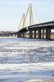 Pont à travers le fleuve Mississippi dans Alton Image libre de droits