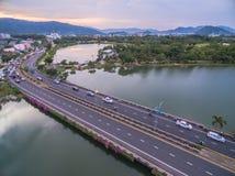 Pont à travers le lac Suan Luang Image libre de droits