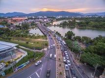 Pont à travers le lac Suan Luang Photographie stock libre de droits